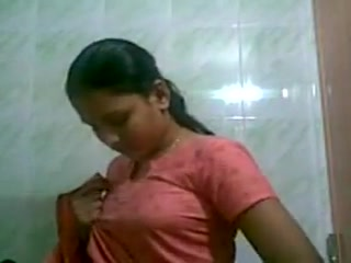 Matured aunty record herself of her body