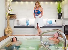 Eva Notty & Van Wylde in Hot Tub MILF Machine - Brazzers