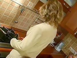 Mama rusa en la cocina