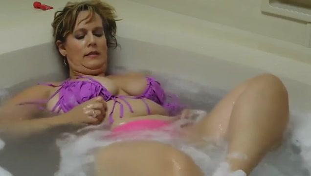 Ursula bbw bathtub tease