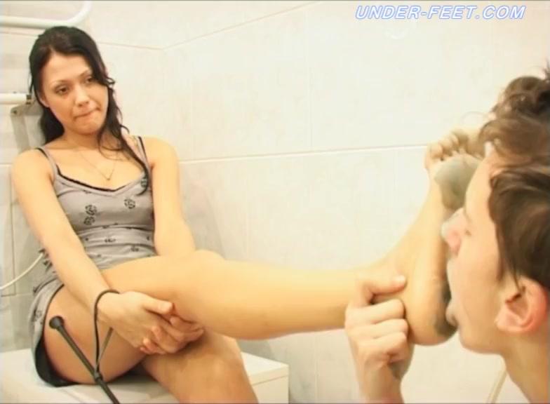 anna gold feet