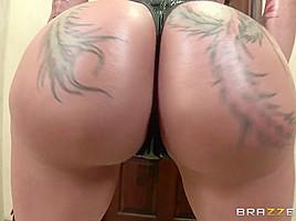 Big Wet Butts: The Return of Bella's Big Wet Booty. Bella Bellz, Jordan Ash