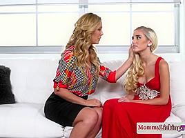 Classy mom pussylicks and fingers stepteen