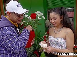 Jade Preesleyy in Dick Y Dinero - OyeLoca
