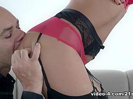 Tina Kay in Deepthroat Diva - 21Sextury