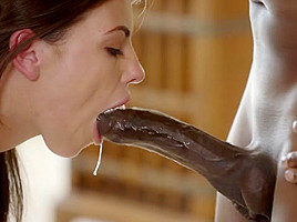 BLACKED Blonde model meets Mandingo's enormous black cock
