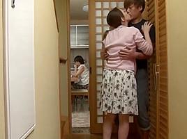 Yumi Kazama stepmom blowjob cum